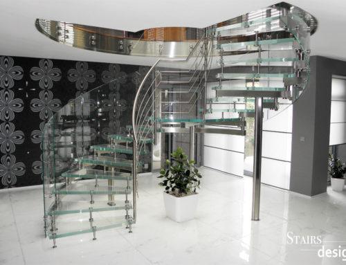 RD Praha východ – skleněné samonosné schodiště