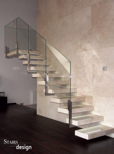 kamenné samonosné schodiště