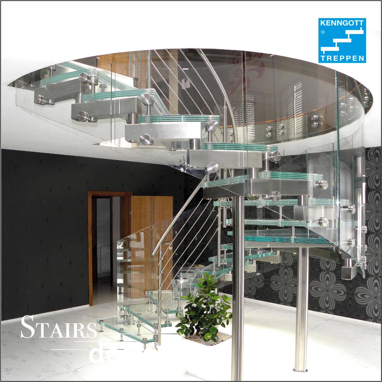 skleněné točité schodiště